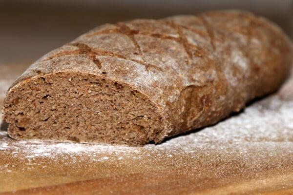 Kruh sa smokvama i orasima
