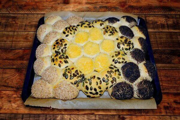 Backrezept für gemischte Brötchen mit Sesam, Mohm, Kürbiskernen